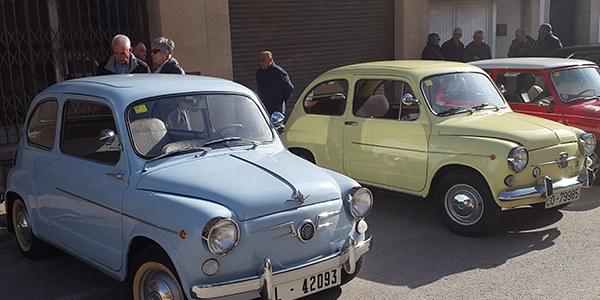 Primera concentració de vehicles clàssics a Castelló de Farfanya